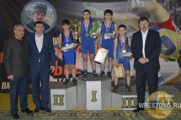 Мемориал Сураката Асиятилова собрал около 300 юных борцов
