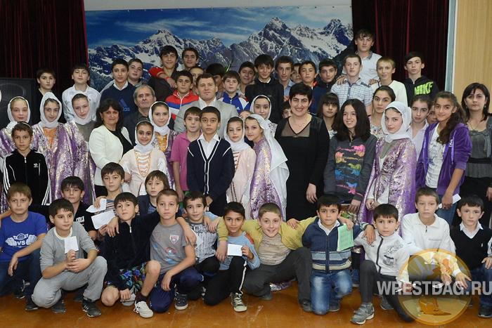 Курамагомед Курамагомедов провел олимпийский урок в школе
