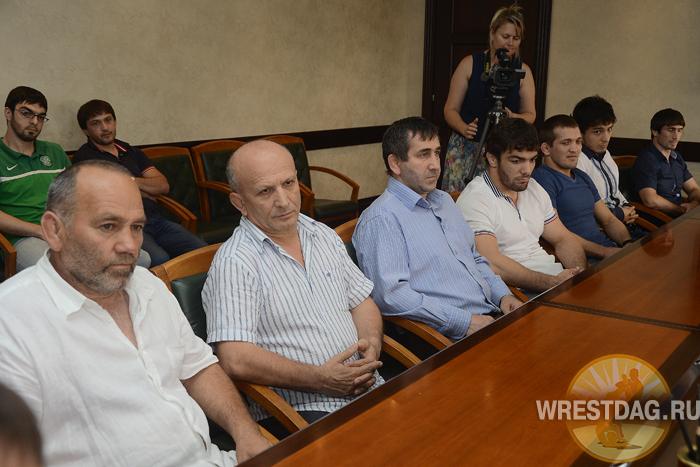 Сагид Муртазалиев поощрил дагестанских борцов