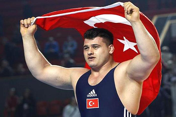 FILA приостановила дисквалификацию турецкого борца за расизм