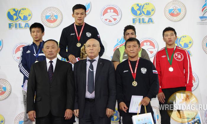 Триумф якутских борцов, занявших две верхних ступени пьедестала в весе до 55 кг.
