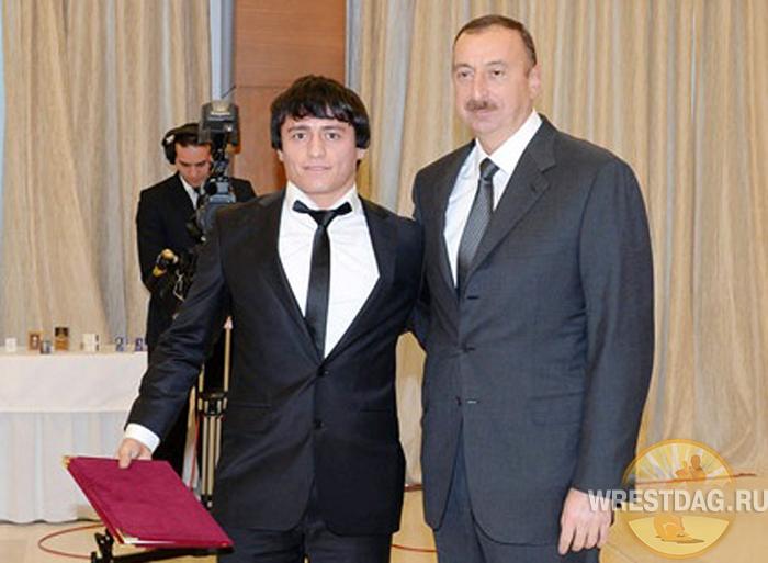Ильхам Алиев и борец Расул Чунаев
