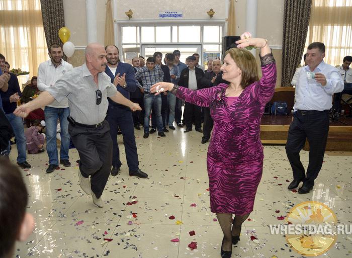 В сборной Дагестана одним женатым борцом стало больше