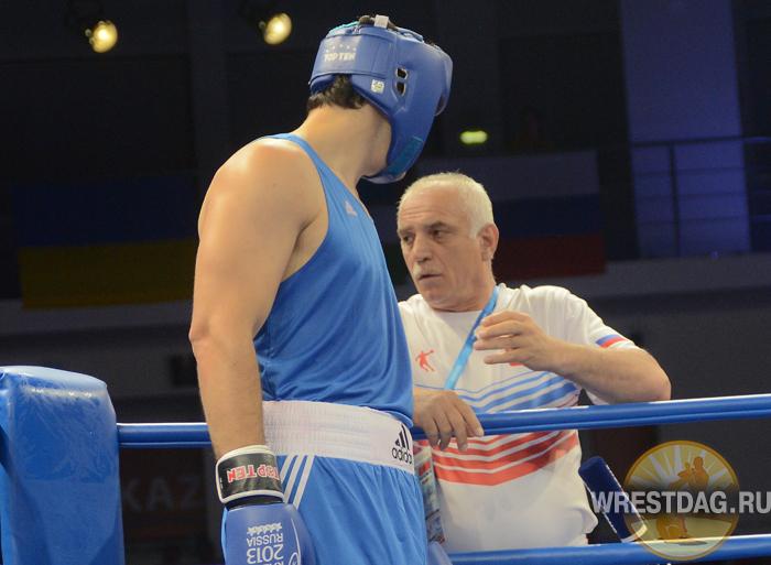 Дагестанских боксеров и тренеров наградили медалями МЧС