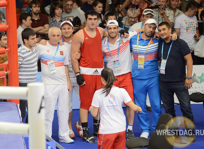 Дагестанские борцы поддержали земляков-боксеров на турнире Универсиады