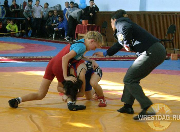 Всероссийский турнир по борьбе принес первую победу дагестанской спортсменке