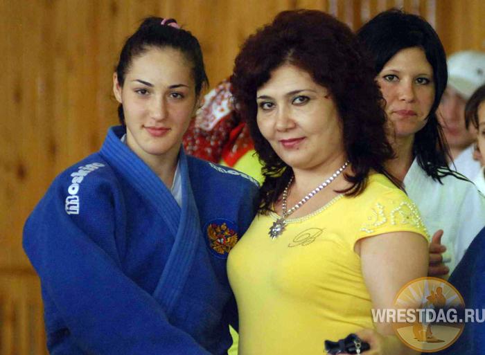 Пари Суракатова с ведущим дагестанским тренером в женском дзюдо Зайнаб Датуевой