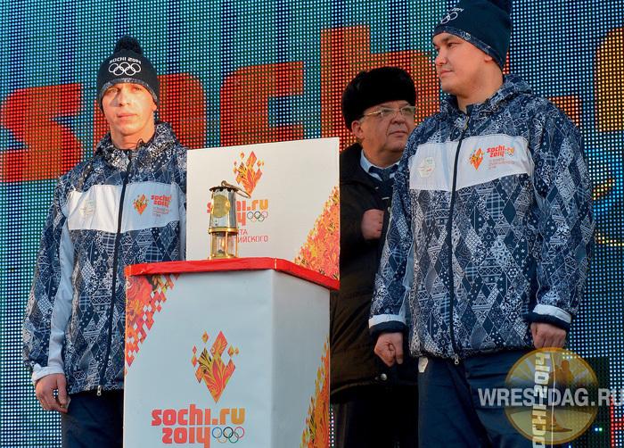 Борцы открыли и закрыли эстафету олимпийского огня в Дагестане