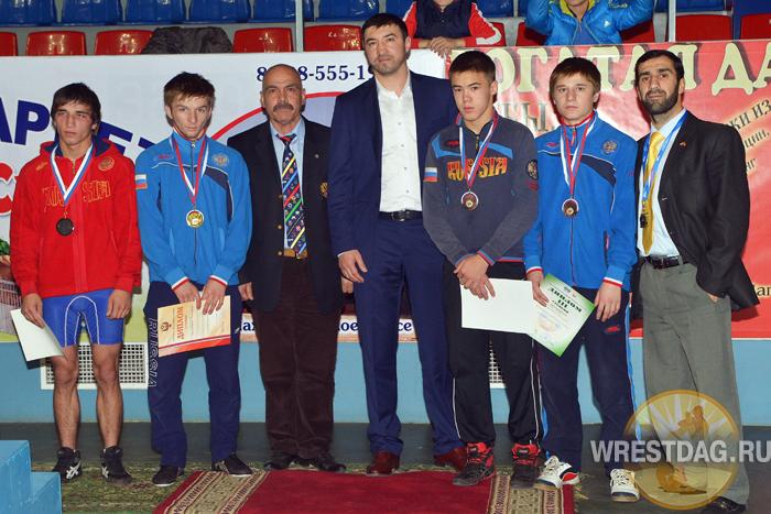 Во всех трех весах стартовавшего сегодня  в Хасавюрте первенства России победителями стали дагестанские юниоры