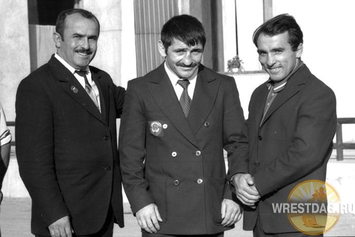 Загалав Абдулбеков, вернувшийся домой с победой из олимпийского Мюнхена, с Али Алиевым и своим тренером Арминаком Карапетяном