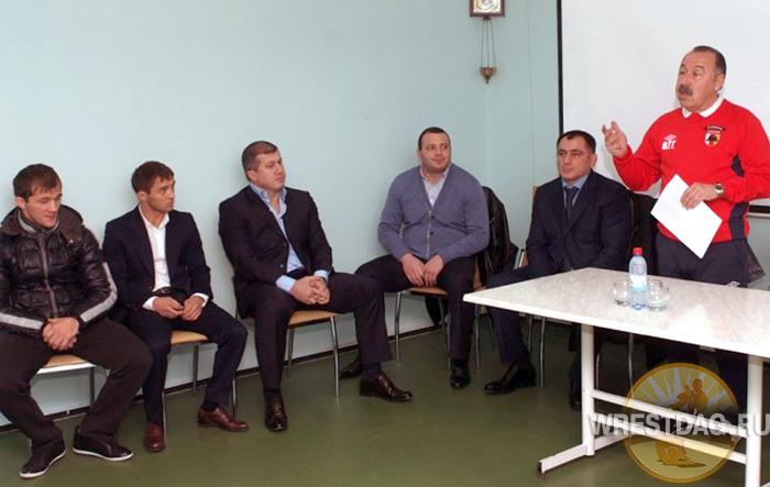 Осетинские борцы рассказали футболистам «Алании», как надо побеждать