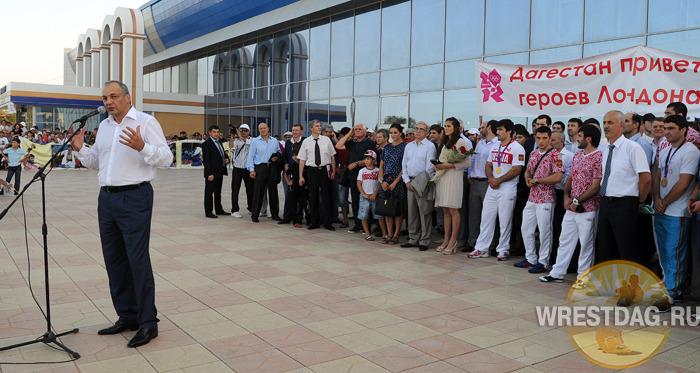 Дагестанских олимпийцев с большими почестями встретили на родине